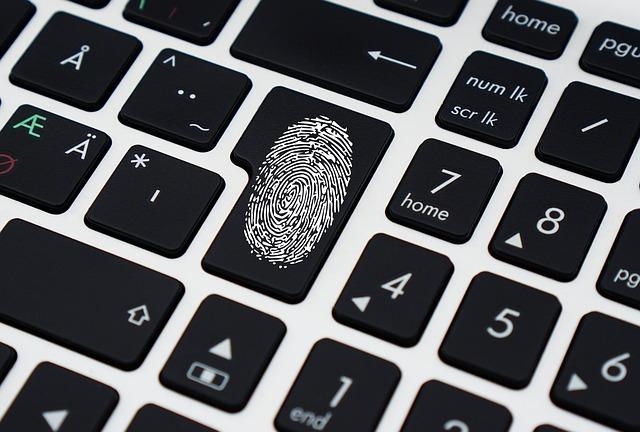 ניהול זהויות רבות על תוכנה אחת – איך עושים את זה